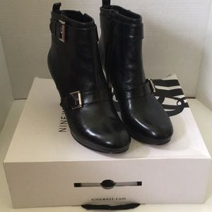 Nine West Black Leather Booties Sz 9.5